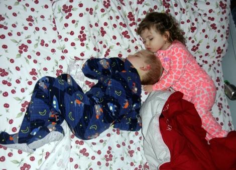 Alexander and Aylin asleep.